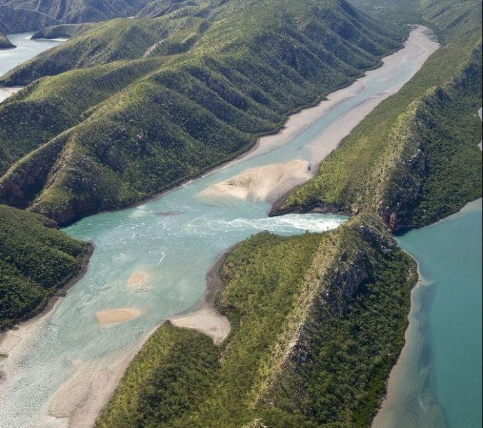 http://www.avstralianature.ru/img/pages/Горизонтальные водопады, расположенные в бухте Талбот